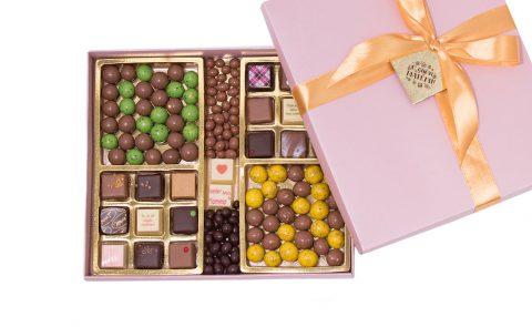 подарочный набор сладостей ко Дню матери